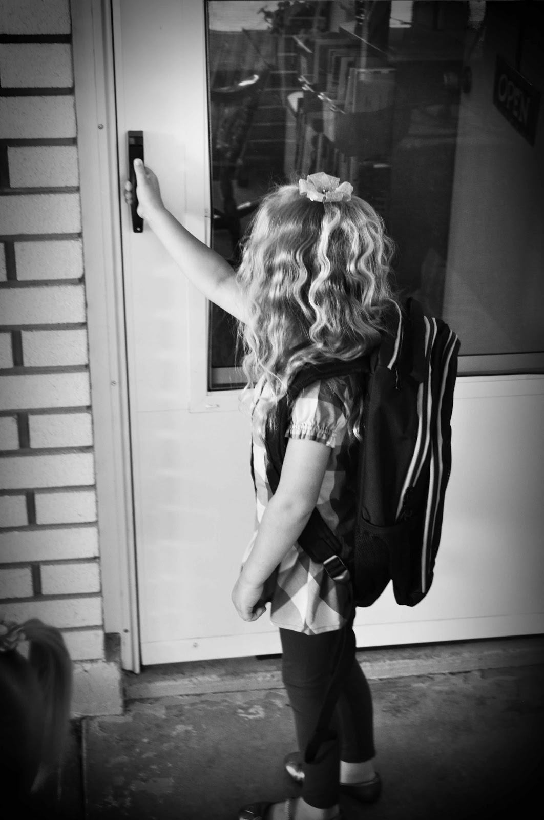 Kaitlyn walking into preschool