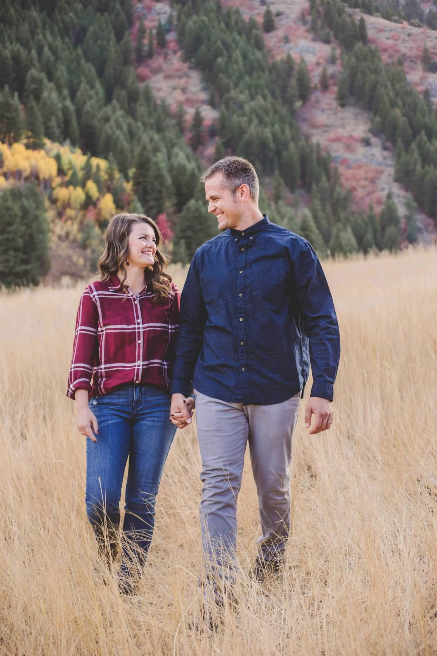 Fall photos with man and woman in Blacksmith Fork Canyon