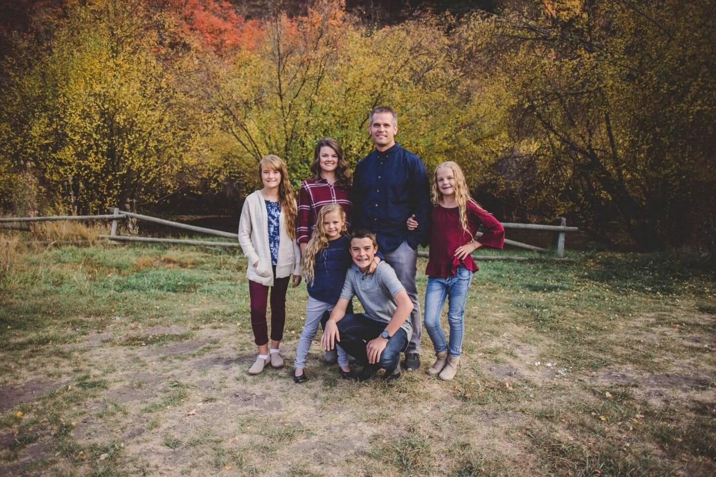 Fall family photos. Family of six in Blacksmith Fork Canyon