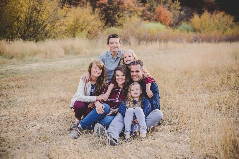 Fall family photos. Family of six in Blacksmith Fork Canyon