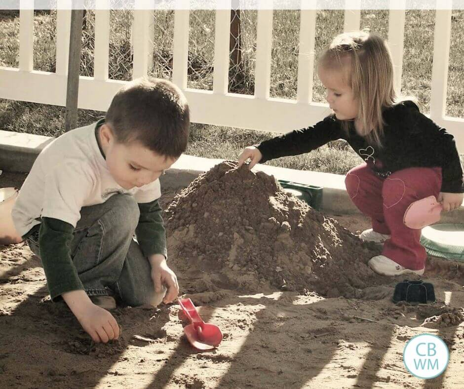 Structured Playtime With Siblings {Sibling Playtime}